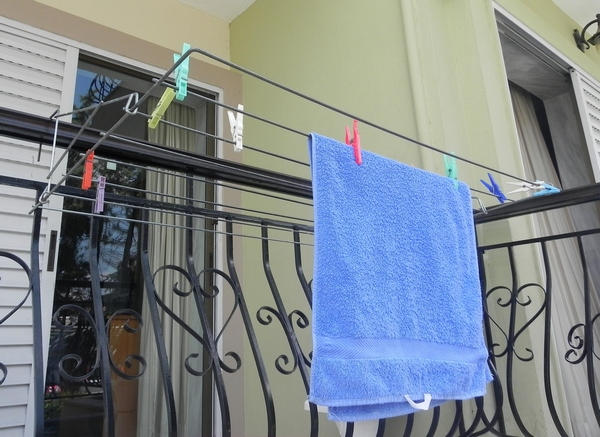 Balcony laundry drying rack - In use